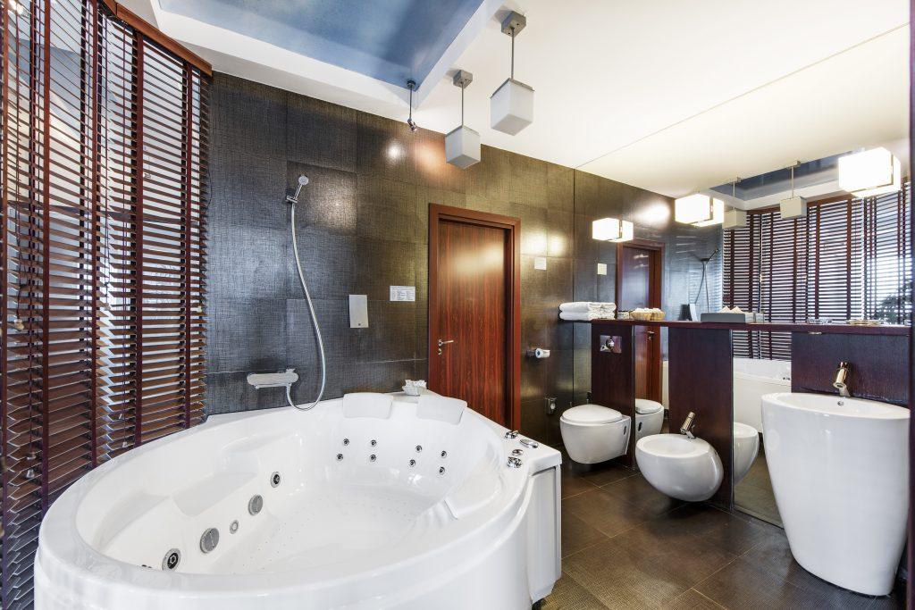 Jacuzzi Interior.Kambariai Klaipėda Amberton Hotel Group